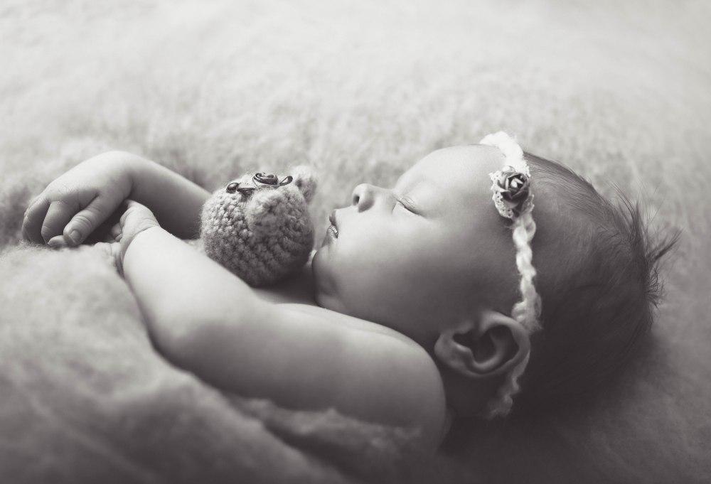 brinley_newborn021BW